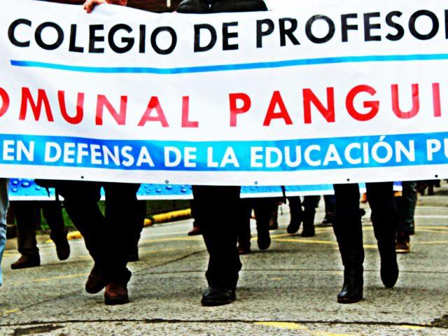 Panguipulli: Profesores se movilizan por la defensa  de la educación pública